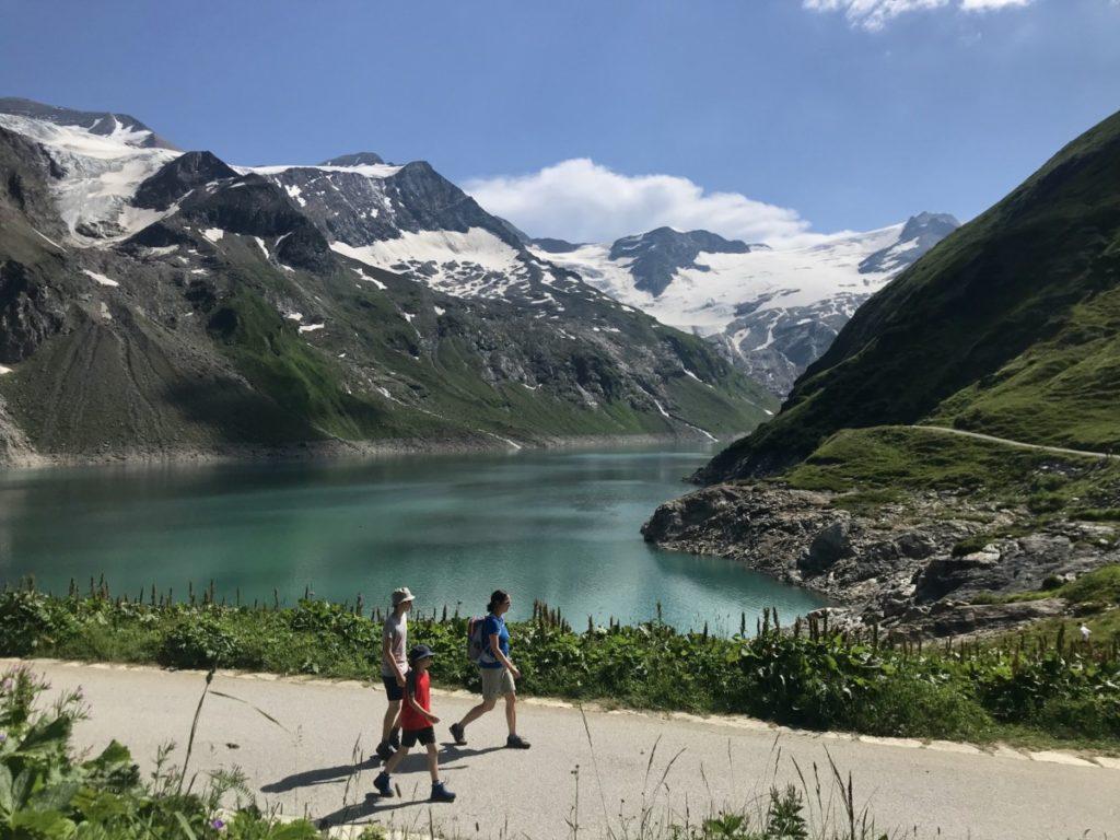 Am Kaprun Stausee wandern und spazieren - mit atemberaubenden Bergblick