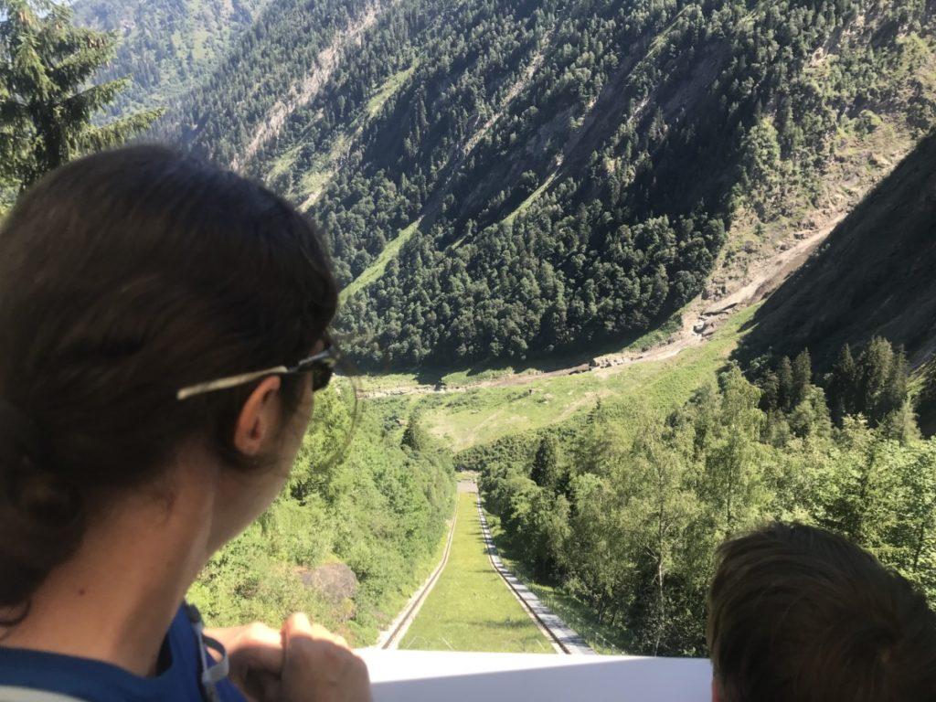 Blick nach unten aus dem Lärchwand Schrägaufzug Kaprun
